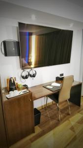 En tv och/eller ett underhållningssystem på MB Boutique Hotel - Adults Only