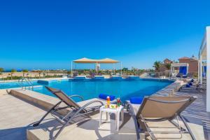 Het zwembad bij of vlak bij Aqua Vista Resort - Families and couples only