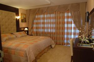 A bed or beds in a room at Çukurova Park Hotel