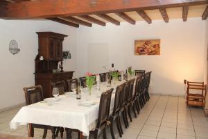 Ein Restaurant oder anderes Speiselokal in der Unterkunft Ferienhaus am Maibüsch - rollstuhlgerecht