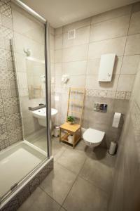 A bathroom at Bi-Pi Hostel