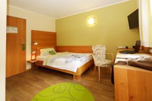 Ein Bett oder Betten in einem Zimmer der Unterkunft BIO Hotel Bayerischer Wirt Augsburg