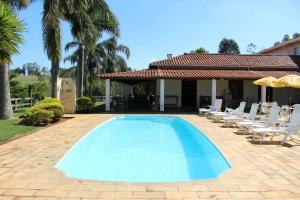 A piscina localizada em Hotel Fazenda Bela Vista ou nos arredores