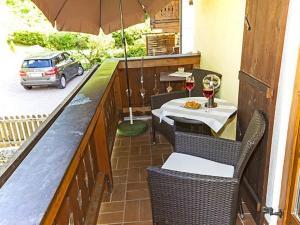 Ein Restaurant oder anderes Speiselokal in der Unterkunft Haus Florence