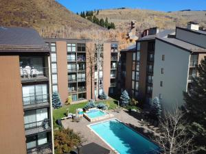 A view of the pool at Vail International Condominiums or nearby