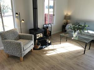 A seating area at Arcadian Cabin - Southern Highlands River Retreat