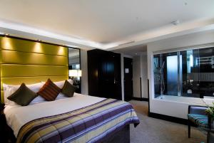 A bed or beds in a room at The Montcalm At Brewery London City