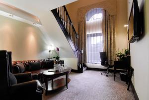 A seating area at The Montcalm At Brewery London City