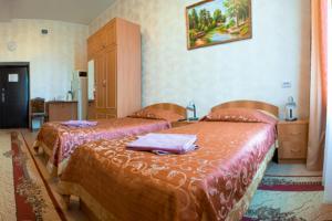 Кровать или кровати в номере Банкетно-гостиничный комплекс Товарково