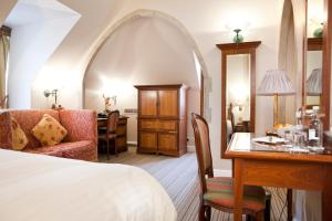 A bed or beds in a room at Marygreen Manor
