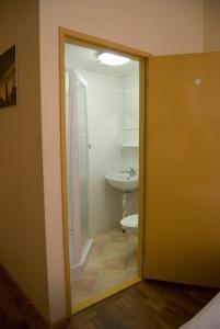 Een badkamer bij Pension Delfzijl