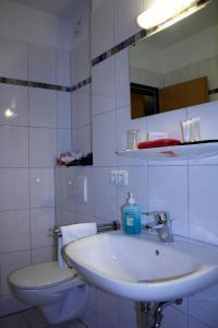 A bathroom at Hotel am Klieversberg