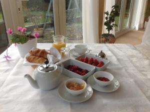 Breakfast options available to guests at Shakespeare's View