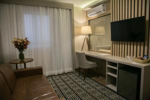 A television and/or entertainment center at Interclass Hotel Criciuma
