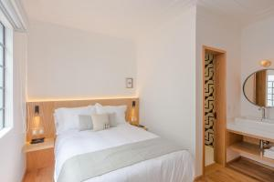 A bed or beds in a room at Casa Decu