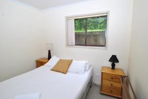 A bed or beds in a room at Mowamba E1