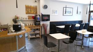 Reštaurácia alebo iné gastronomické zariadenie v ubytovaní 100 Iceland Hotel
