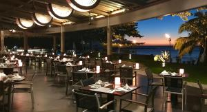 A restaurant or other place to eat at Le Tahiti by Pearl Resorts