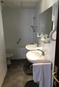 Salle de bains dans l'établissement Hôtel Du Nord