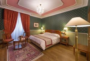Cama ou camas em um quarto em Strozzi Palace Hotel