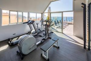 The fitness center and/or fitness facilities at URH Excelsior