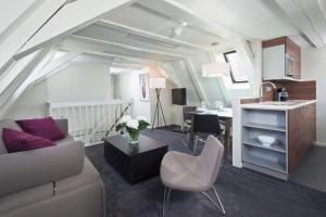 A seating area at Hapimag Apartments Amsterdam
