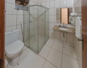 A bathroom at Hotel Real Comandatuba