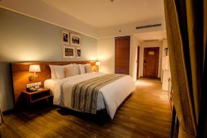 A bed or beds in a room at Rama Residence Padma