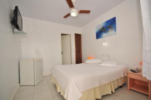 A bed or beds in a room at Pousada Areias Brancas