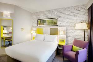 A bed or beds in a room at Jurys Inn Manchester City Centre