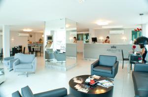 O saguão ou recepção de Absolutte Hotel