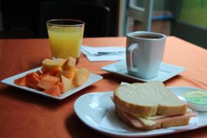 Opciones de desayuno disponibles en Hotel Castellana Calle 100