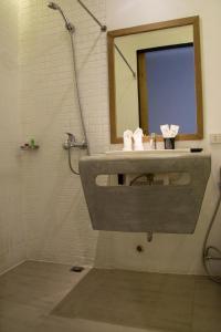 A bathroom at Urban Boutique Hotel