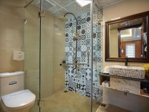 A bathroom at Eden Boutique Hotel & Spa