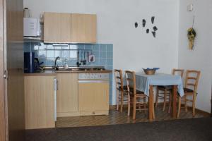 Küche/Küchenzeile in der Unterkunft Ferienwohnungen Schubert