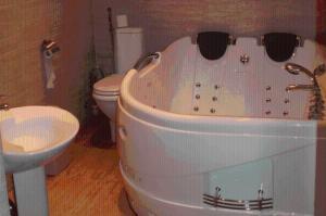 A bathroom at Atpūtas komplekss Lilaste