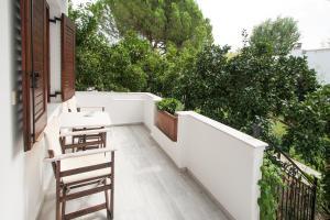A balcony or terrace at Paris Studios & Apartment