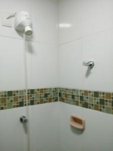 Un baño de Ajuricaba Suítes 8