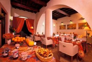 Ein Restaurant oder anderes Speiselokal in der Unterkunft Hotel Santa Maria