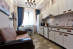 Кухня или мини-кухня в Apartment Кубанская Набережная 58