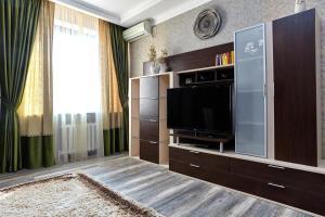 Телевизор и/или развлекательный центр в Apartment Кубанская Набережная 58