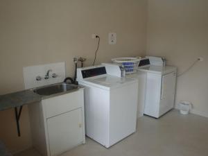 A kitchen or kitchenette at Kentish Hills Retreat