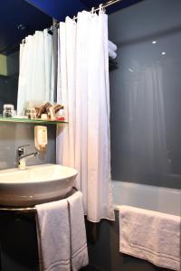 A bathroom at Hotel Montana Zürich