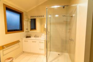 A bathroom at Freycinet Lodge