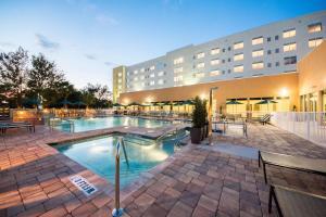 The swimming pool at or close to Hyatt Place Orlando/Lake Buena Vista