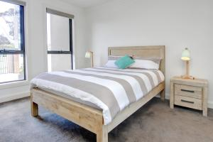 A bed or beds in a room at Rye Luxury Retreat