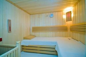 A bed or beds in a room at Willa Atena