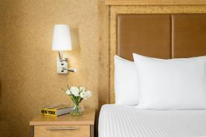 A bed or beds in a room at Nyma, The New York Manhattan Hotel