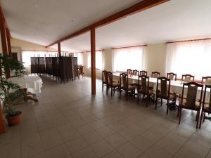 Restauracja lub miejsce do jedzenia w obiekcie Restauracja Domenico w Tylawie