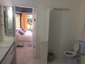 A bathroom at Raina Holiday Accommodation